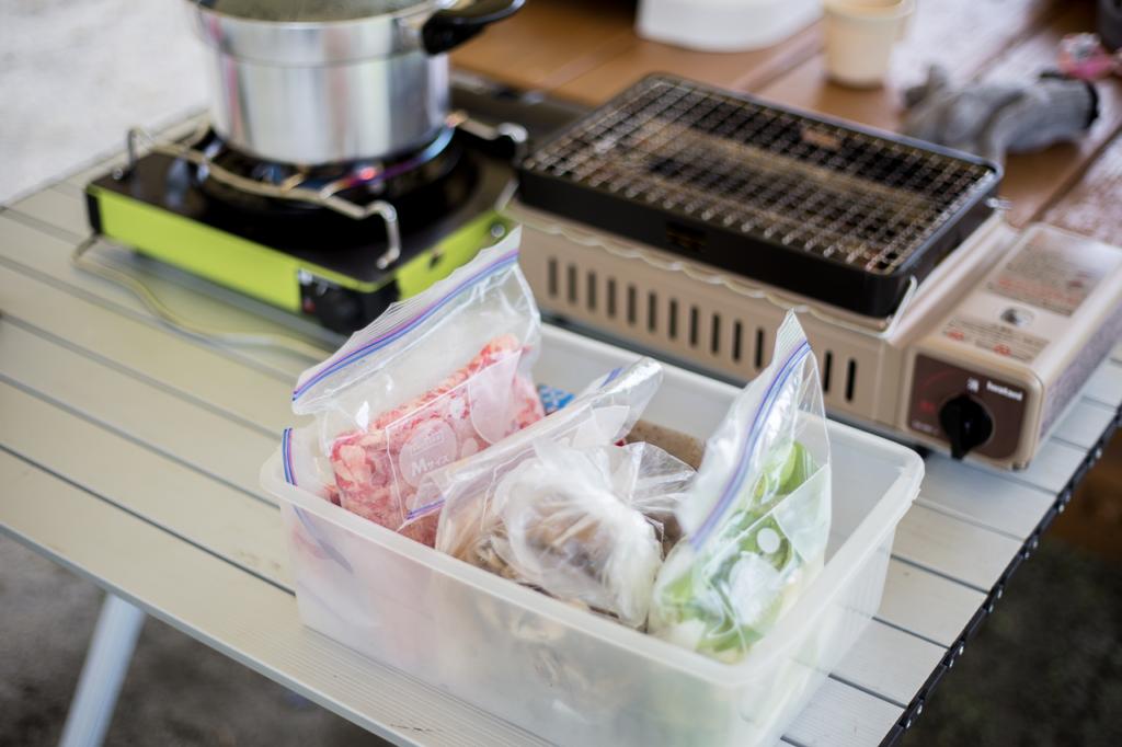 芋煮はあらかじめ野菜をカットして準備済み。