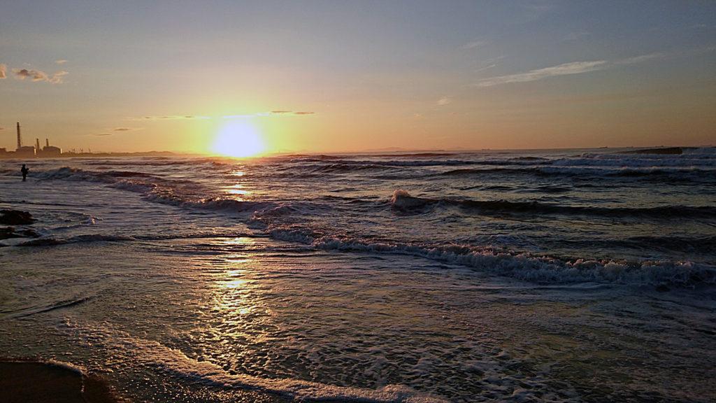 サーフィンは数秒~数十秒間の限られた「波との恋愛ドラマ」
