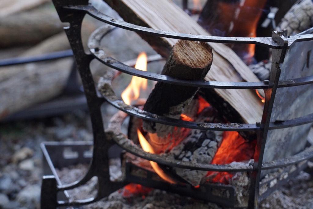 GURU GURU FIRE薪が燃える様子を楽しめる