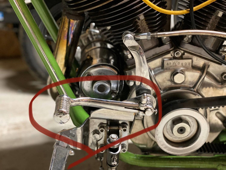 カラカラカラという乾いた金属音みたいな音出してるバイクを見た事ありません? それは乾式クラッチの音です。