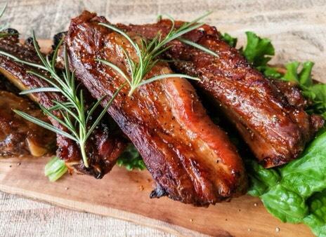 アウトドアでも使う食材の効果的な使い方スペアリブ牛肉
