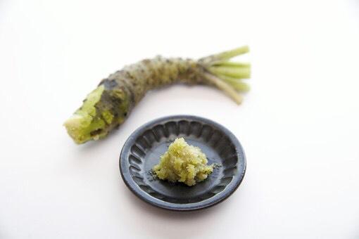 生のわさびや、大根おろしが特におすすめで、消化酵素を含む野菜と一緒に食べると、消化を更に助けてくれます☆