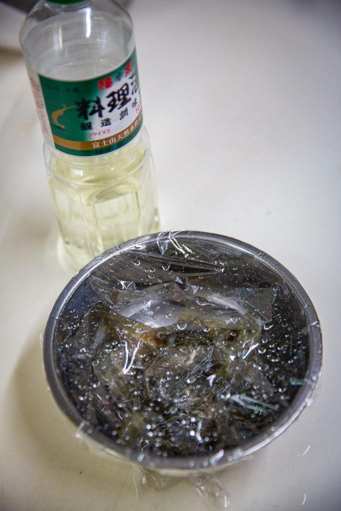 料理酒・・・・・テナガエビが被るくらい
